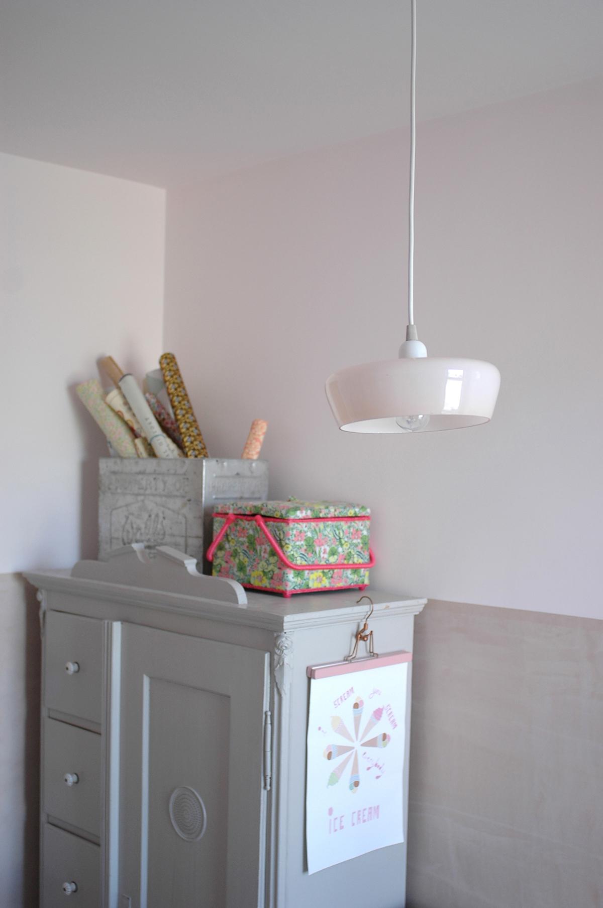 Vintage pendant light : V Interior /  Vintage cupboard : Goose Home & Garden