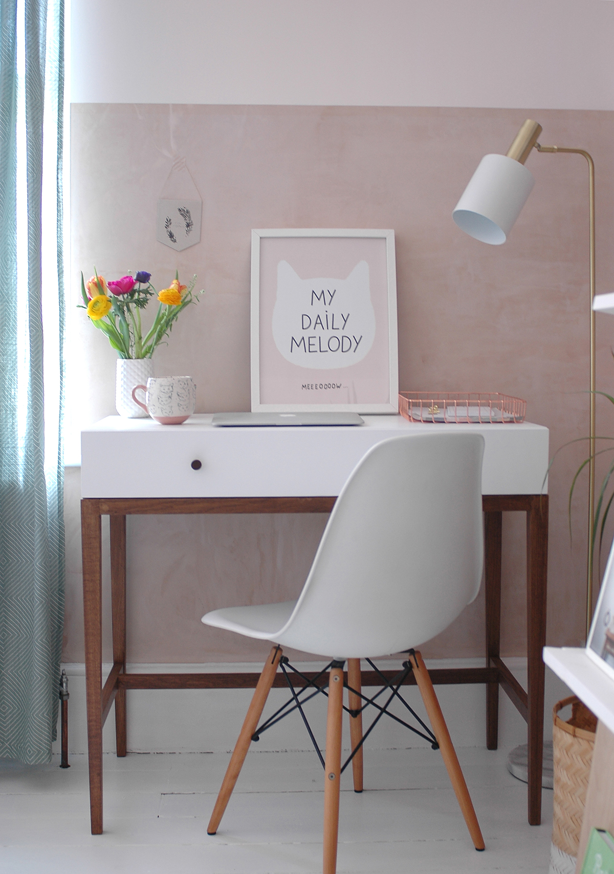 Desk : Habitat /  Chair : Voga /  Floor lamp : Barker and Stonehouse /  My Daily Melody print : Audrey Jeanne