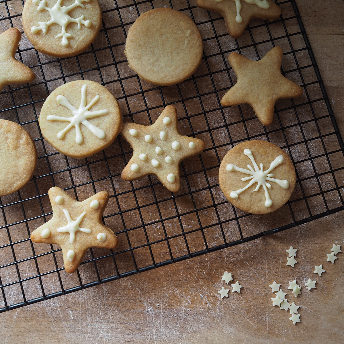 decorating Christmas biscuits