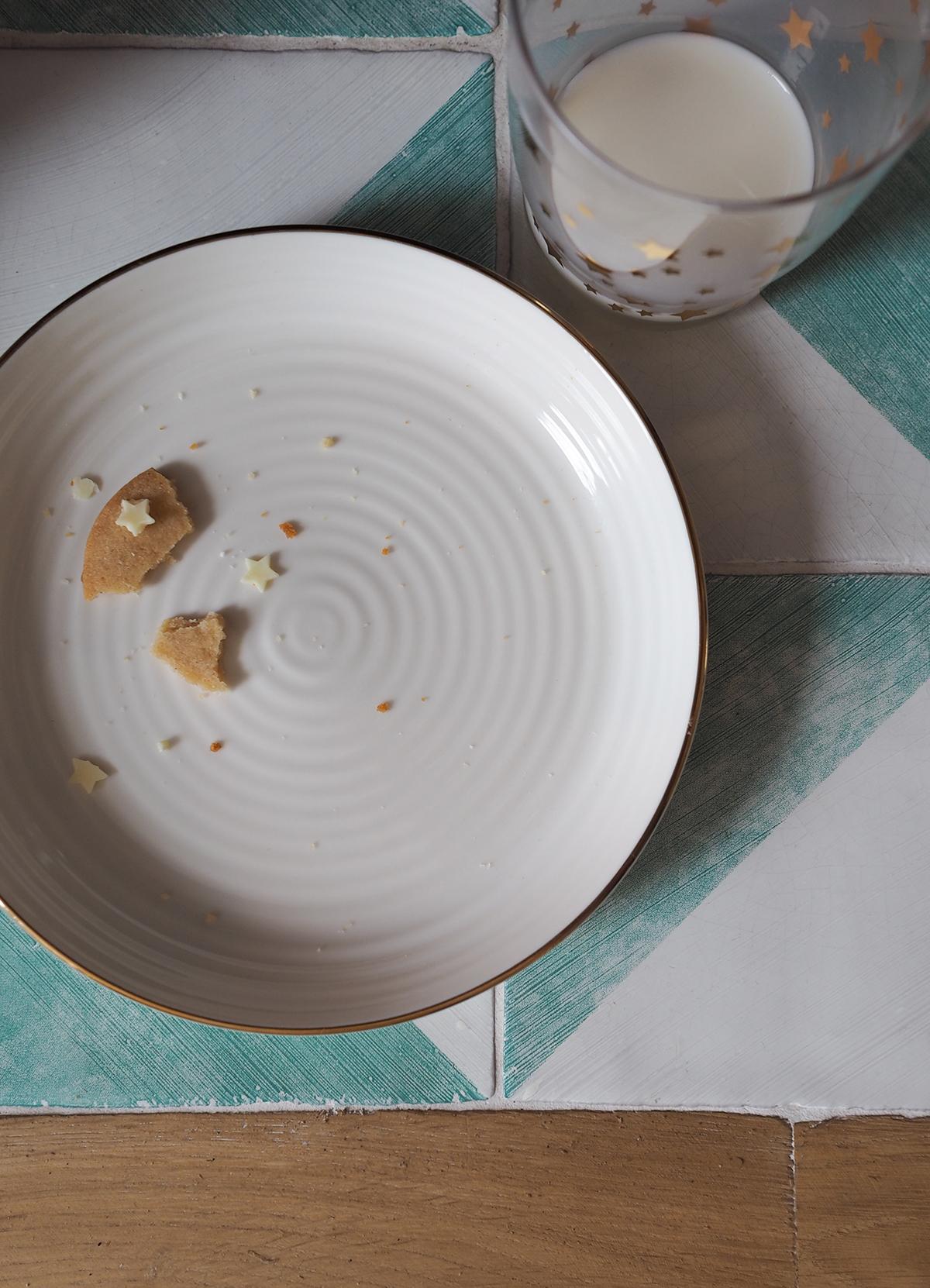 empty Santa snack plate