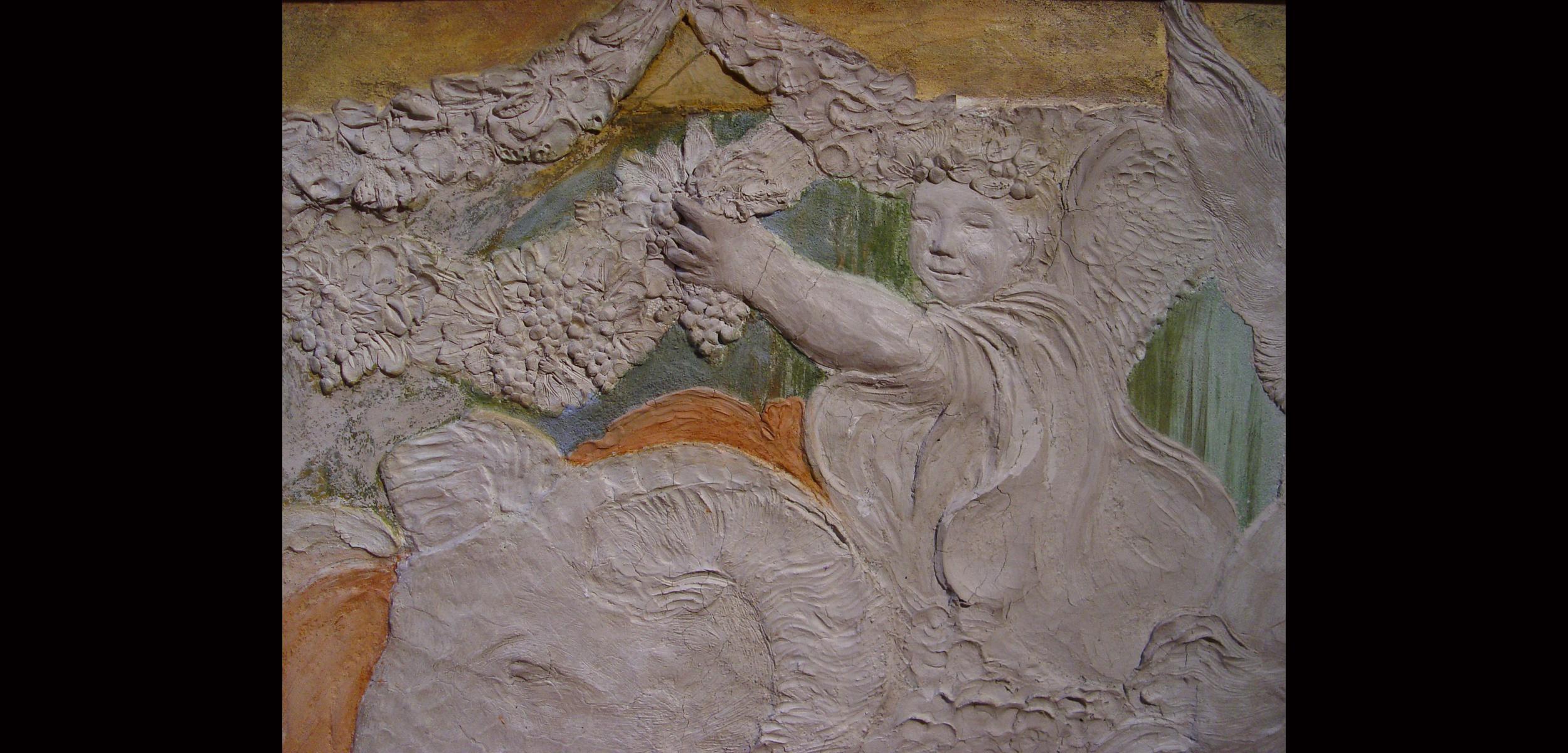 Angelo con uva relief web.jpg