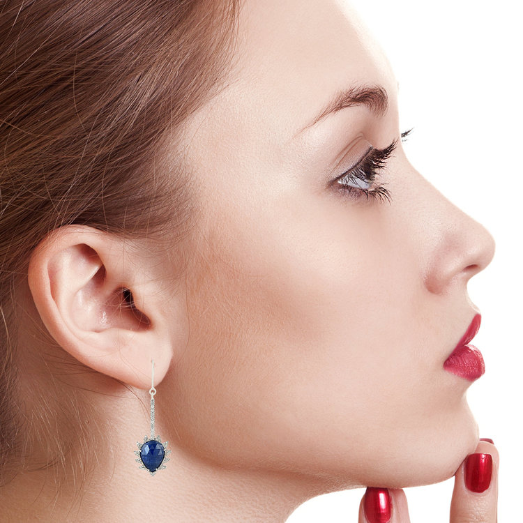 Look confident and elegant everyday with these uniquely designed Linear Claw Drop Earrings.