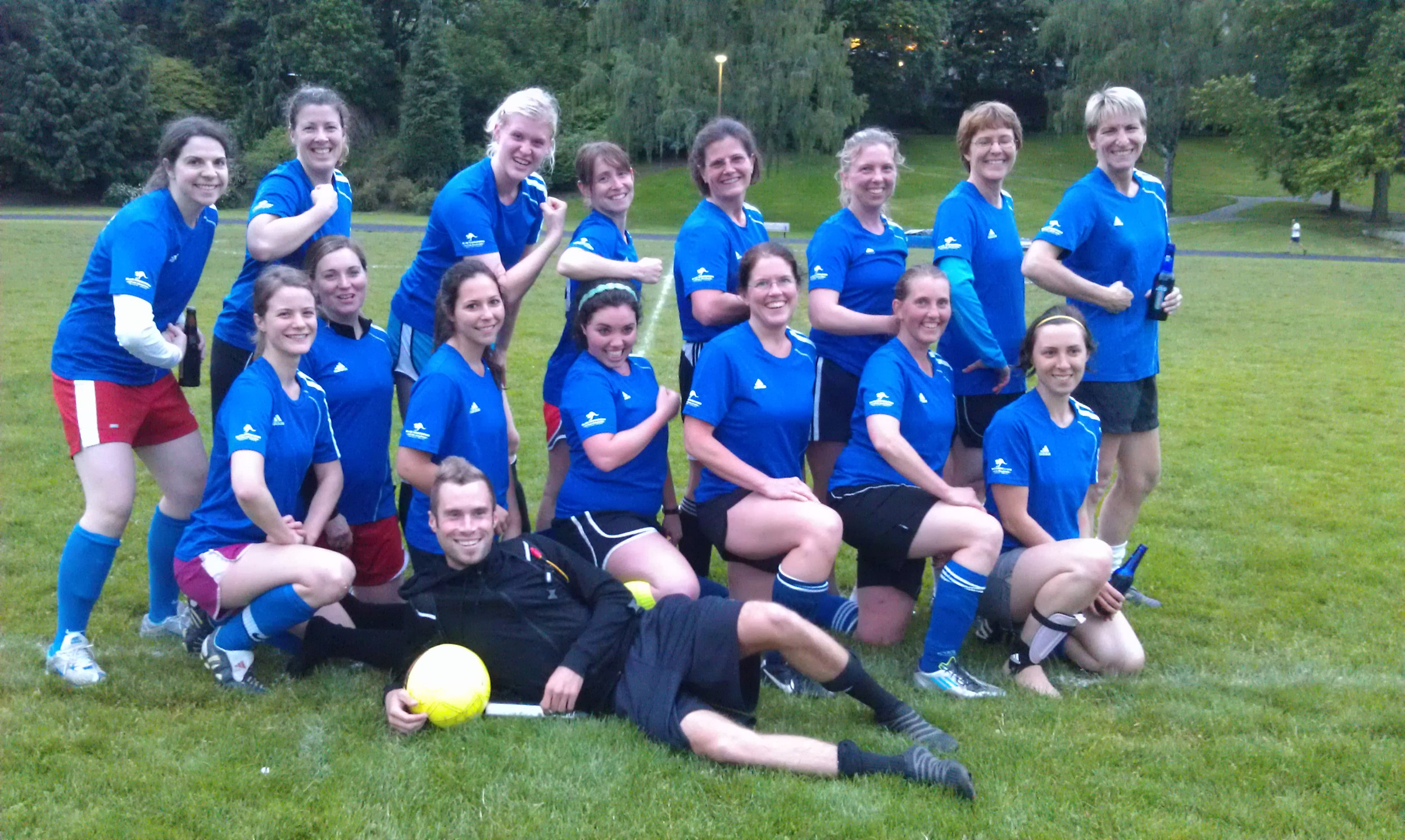 Blue Kang soccer team 2013.jpg