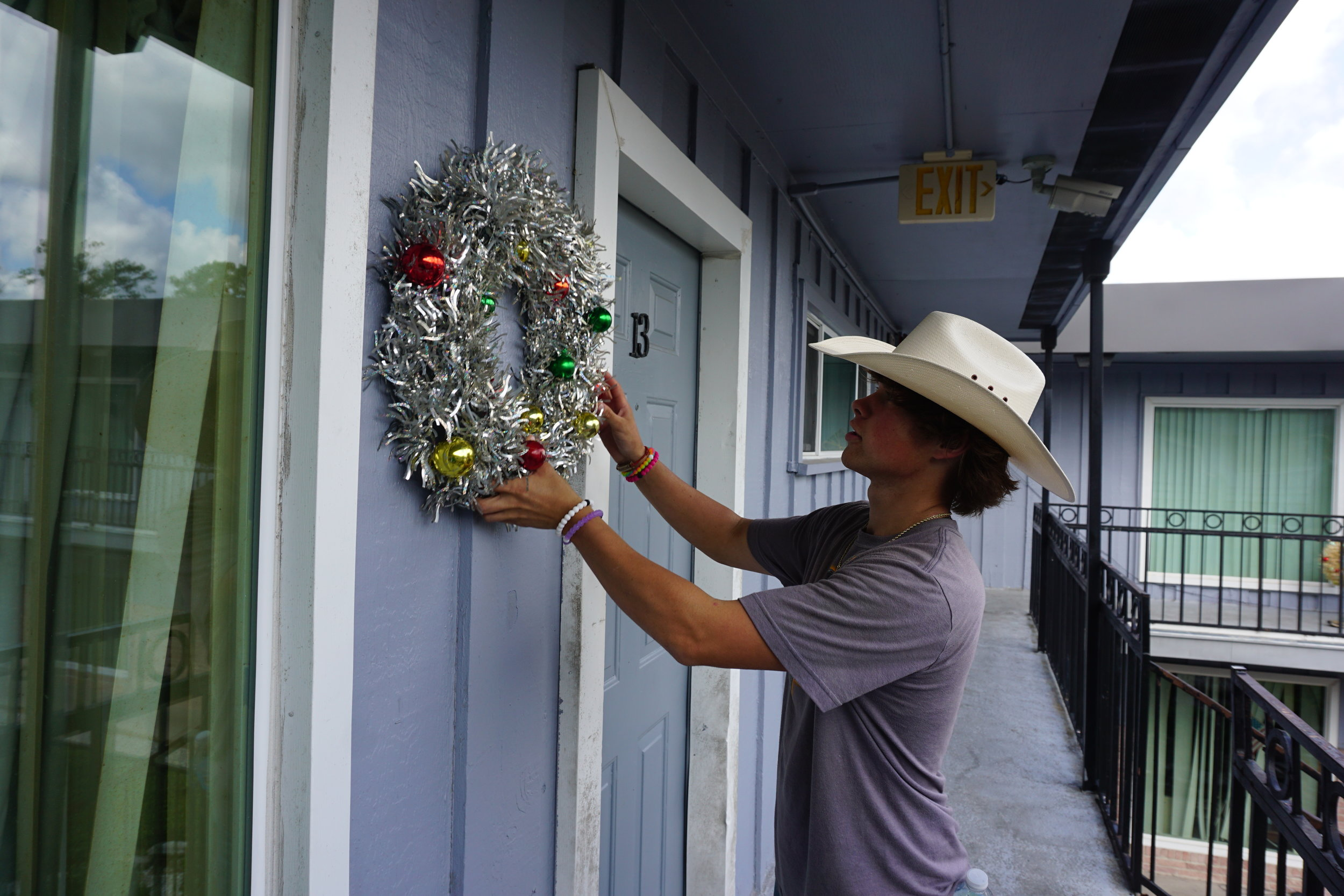hanging up a wreath
