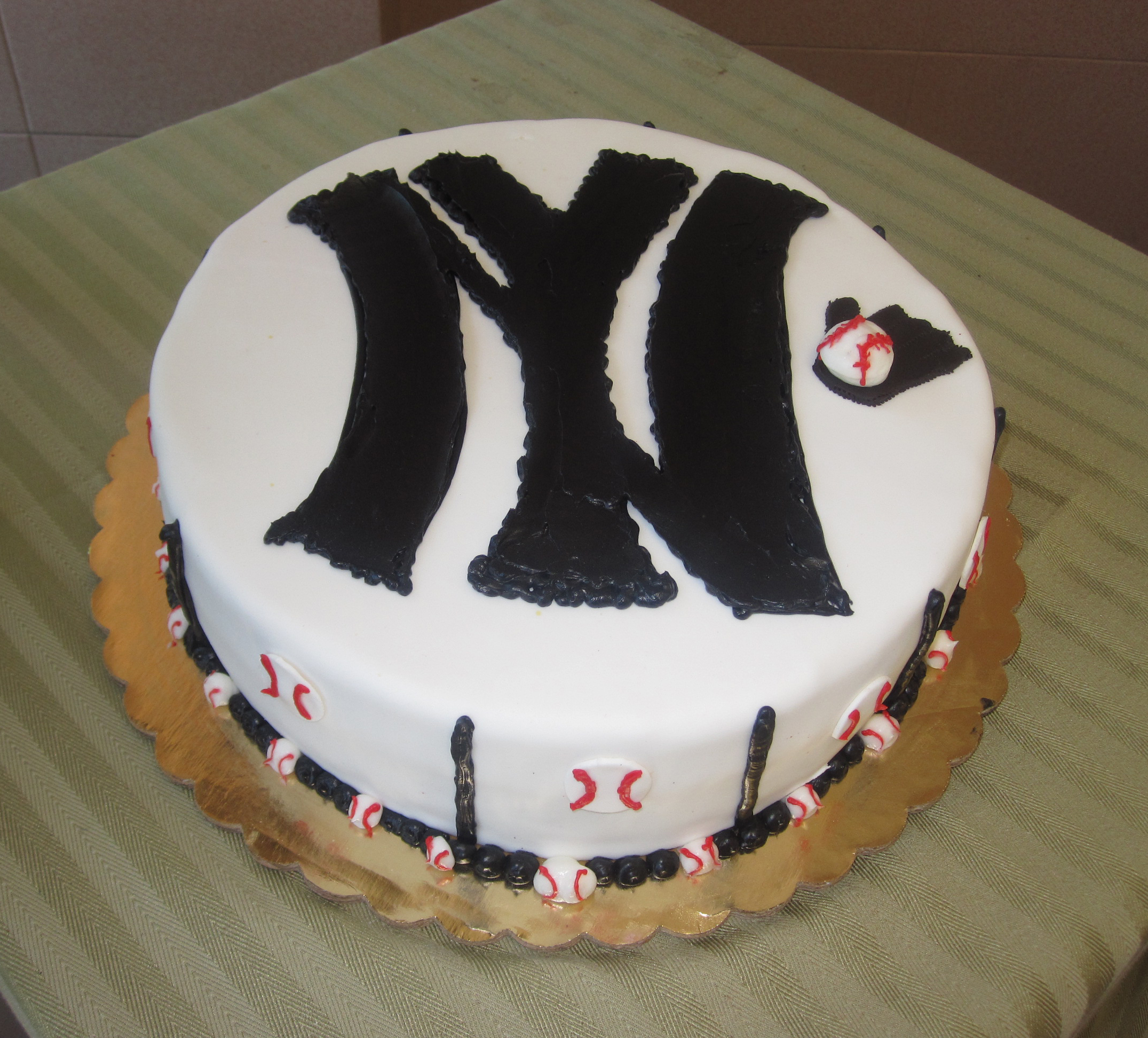 Baseball.Yankee Cake