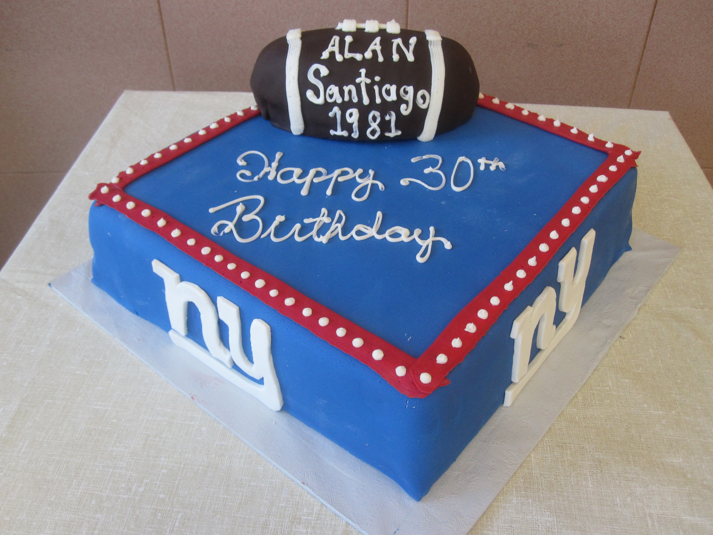 Football.NYGiant.Football on cake