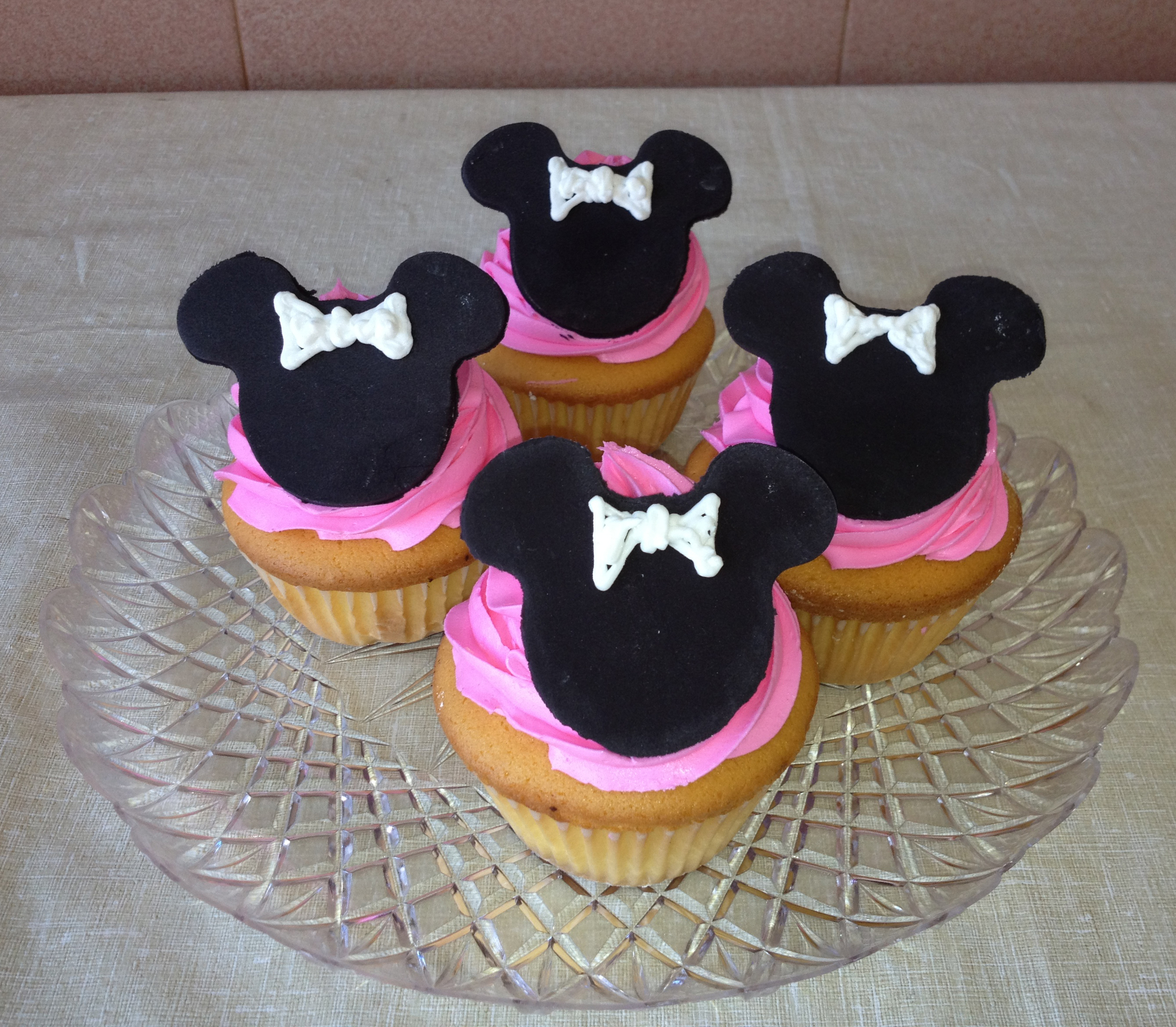 Minnie Mouse Cupcakes.JPG