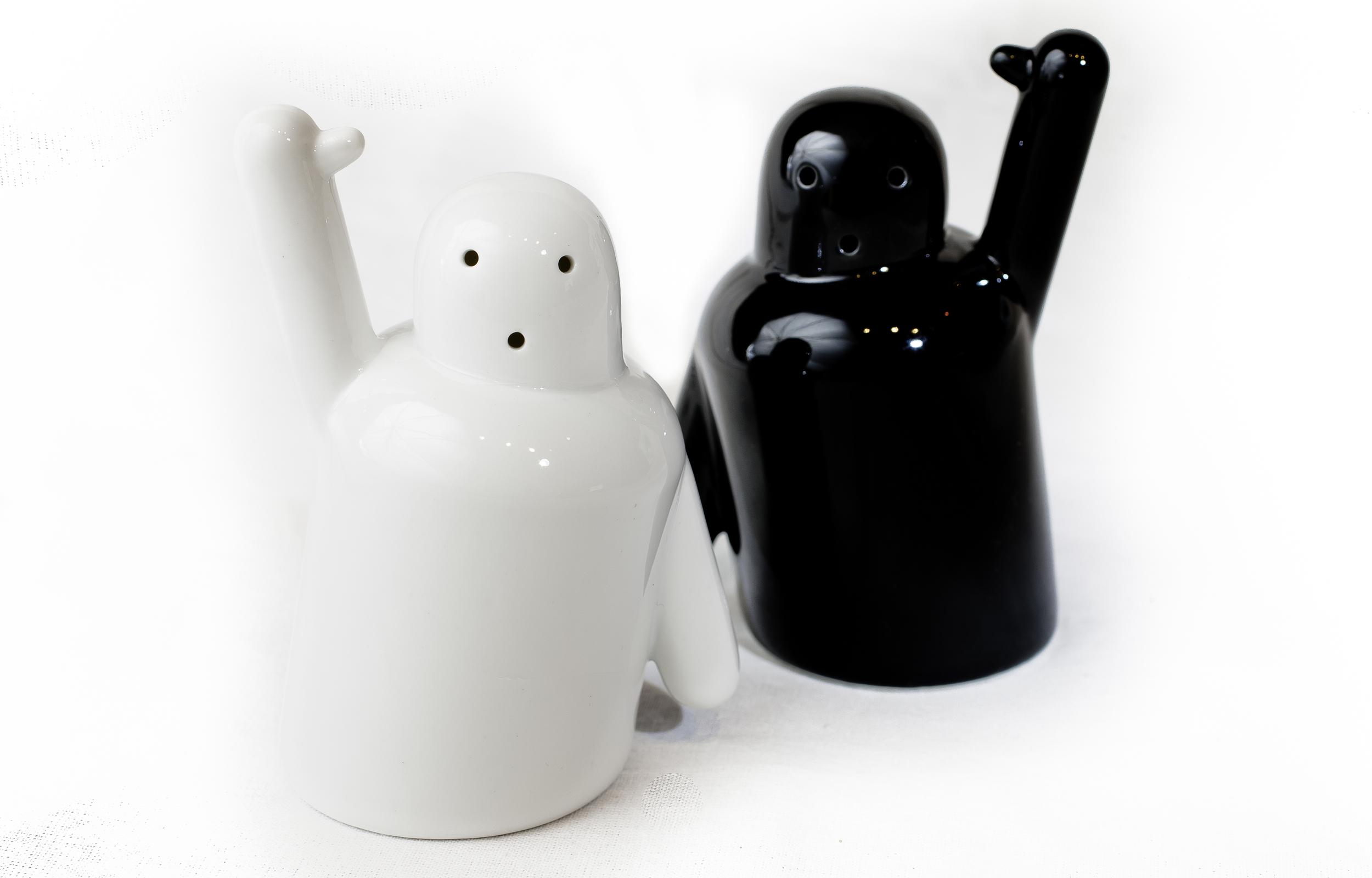 Pik Me Salt and Pepper Shakers 4.jpg