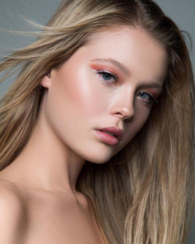Mary ✨  Workin the paradiso eye & that glow !  New Beauty work  using @eyeofhoruscosmetics @stilacosmetics @beccacosmetics @charlie.octavia.photo  @alexoustonbeauty  @maryanderson__  @chic_brisbane #beauty #beautyeditorial #glow #model #makeupartist #work #whiteliner