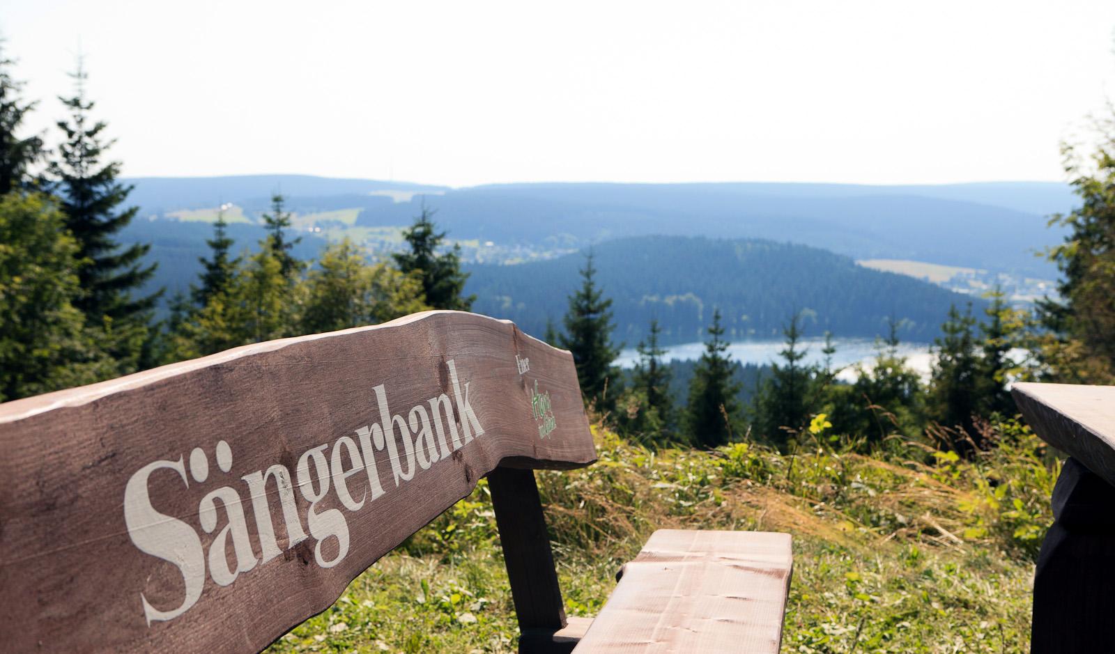 Die Sängerbank mit einem wundervollen Ausblick über den Thüringer Wald.