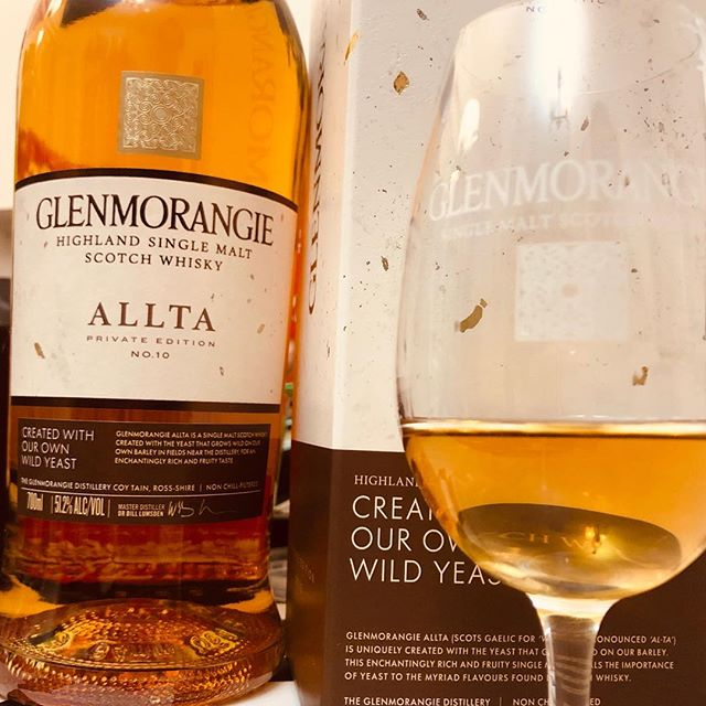 Taking our first stab at a dram of the new Glenmorangie Private Edition, now up to No.10, this time called 'Allta' and is created with their own wild yeast from Glenmorangie! A cool idea in theory, and a nice dram in practice. I would just say that there is that slight overly-youthful metallic note that is that balance of wild yeasty ferments (desirable) playing against that spirity youthfulness that shows quite young spirit, but overall it's a very complete package and a very quality dram as always shown by Glenmorangie. Well done to Dr Blll and the whole team! . . #whiskyreview #wonderandwhisky #glenmorangie #allta #privateedition #singlemalt #whiskyporn #moethennessy