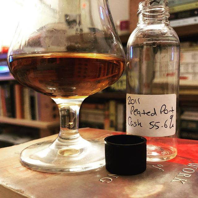 A very special little sample gifted to me from the Coull's at Glen Moray. A WIP 2011 peated port pipe cask. Deeeelicious. Only took me a year to get around to opening and enjoying! . . #glenmoray #elgin #peated #portpipe