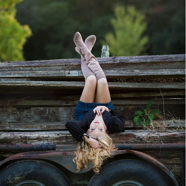 When life gets turned upside down sometimes we realize things we didn't see looking at it right side up! . . . . .  #seniorphotography #smiles #seniors #seniorphotographer #graduationphotos #seniorphotos #highschooldays #graduationday #louisianaseniorphotographer #cantwaittograduate #photoshoot #louisianalife #louisiana #pose #modellife #seniorpictures #seniorpics #pics #theseniorbest #seniorlovin @modernteenstunner #seniorstunner #seniorcityfeatures #seniormusemagazine #ssg #thetwelfthyear #seniorstyle #jacklynphotography #seniorstyleguide #nomorehighschoolforme #lifeliveloud