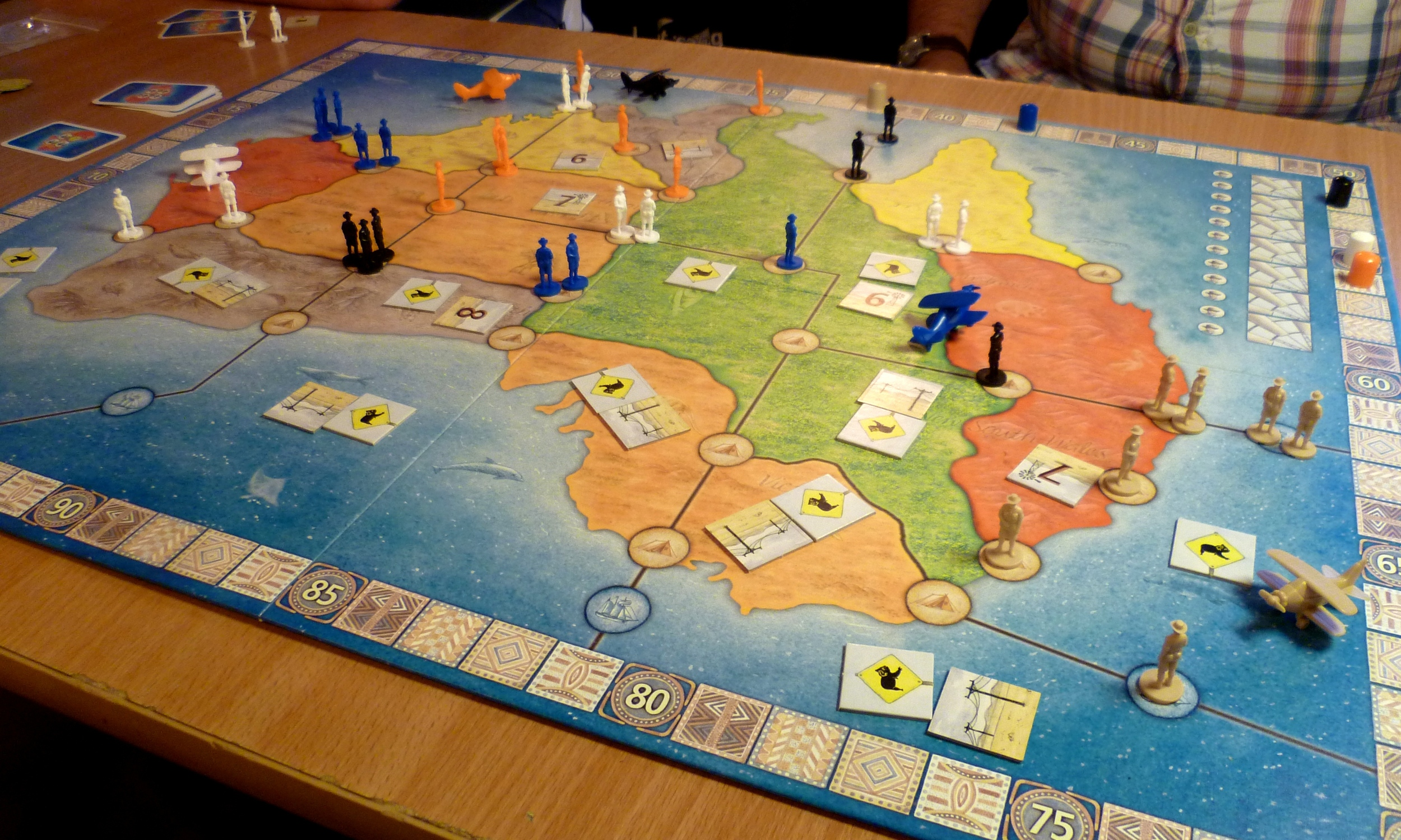 Orange leads white on the scoring track whilst beige is looking for a huge leap in points monopolising a sea territory to the East of Australia.