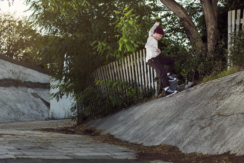 Jasper Pegg | Switch 180 Nosegrind