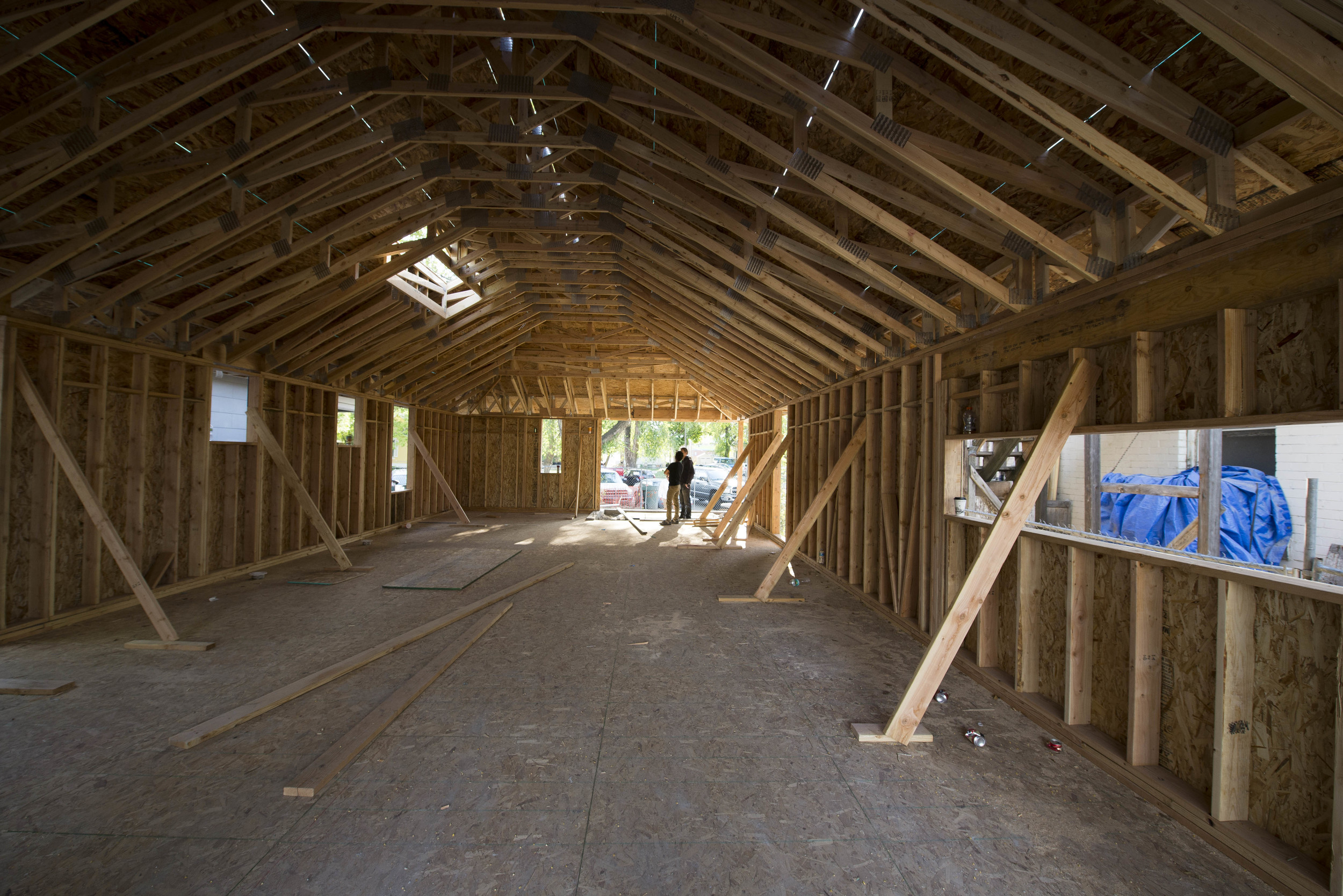 Trusses clear span the entire volume of space
