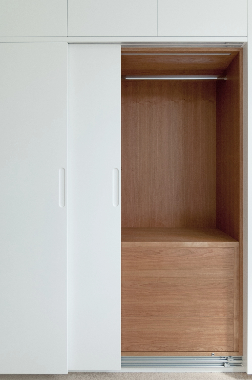 south kensington, London custom fitted wardrobes hanging space