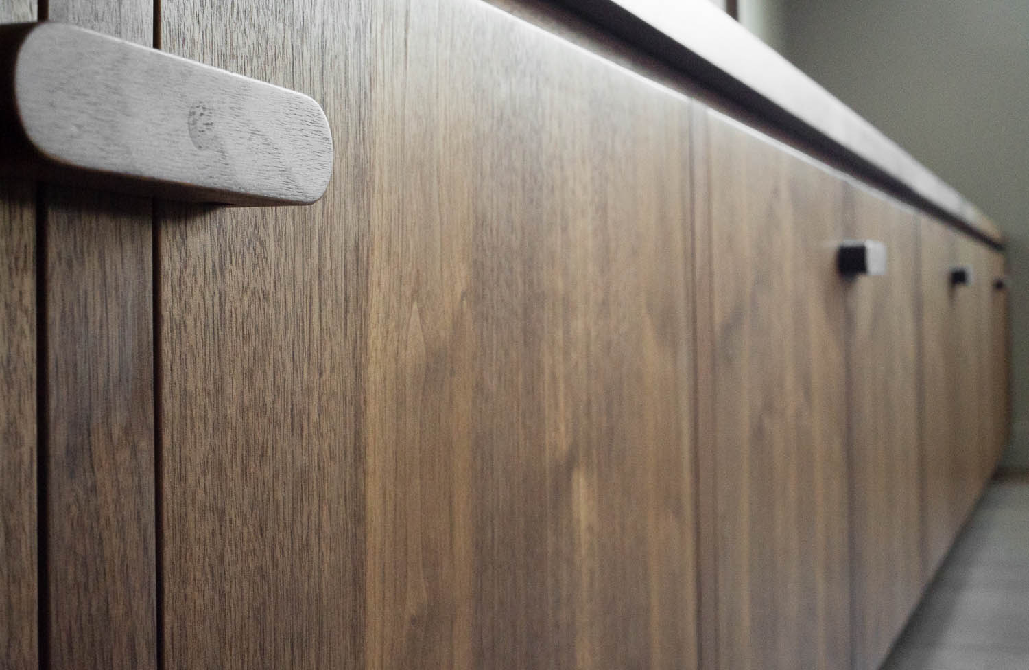 Copy of clifton gardens bespoke fitted cabinets grain matched veneer