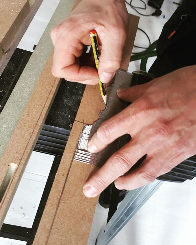 Sometimes you've gotta get those scribes on point 👀 . . . . . #kitchen #interiordesign #london #londonkitchens #bespokekitchenslondon #cabinetmakers #bespokefurniture #bespoke #woodwork #minimalism #finefurniture  #bespokekitchen #roomporn #design #craftsmanship #furniture #furnituredesign #designporn  #luxurykitchens #contemporarydesign #clean #beautiful #love #craft #style #classic #architecture #workshop