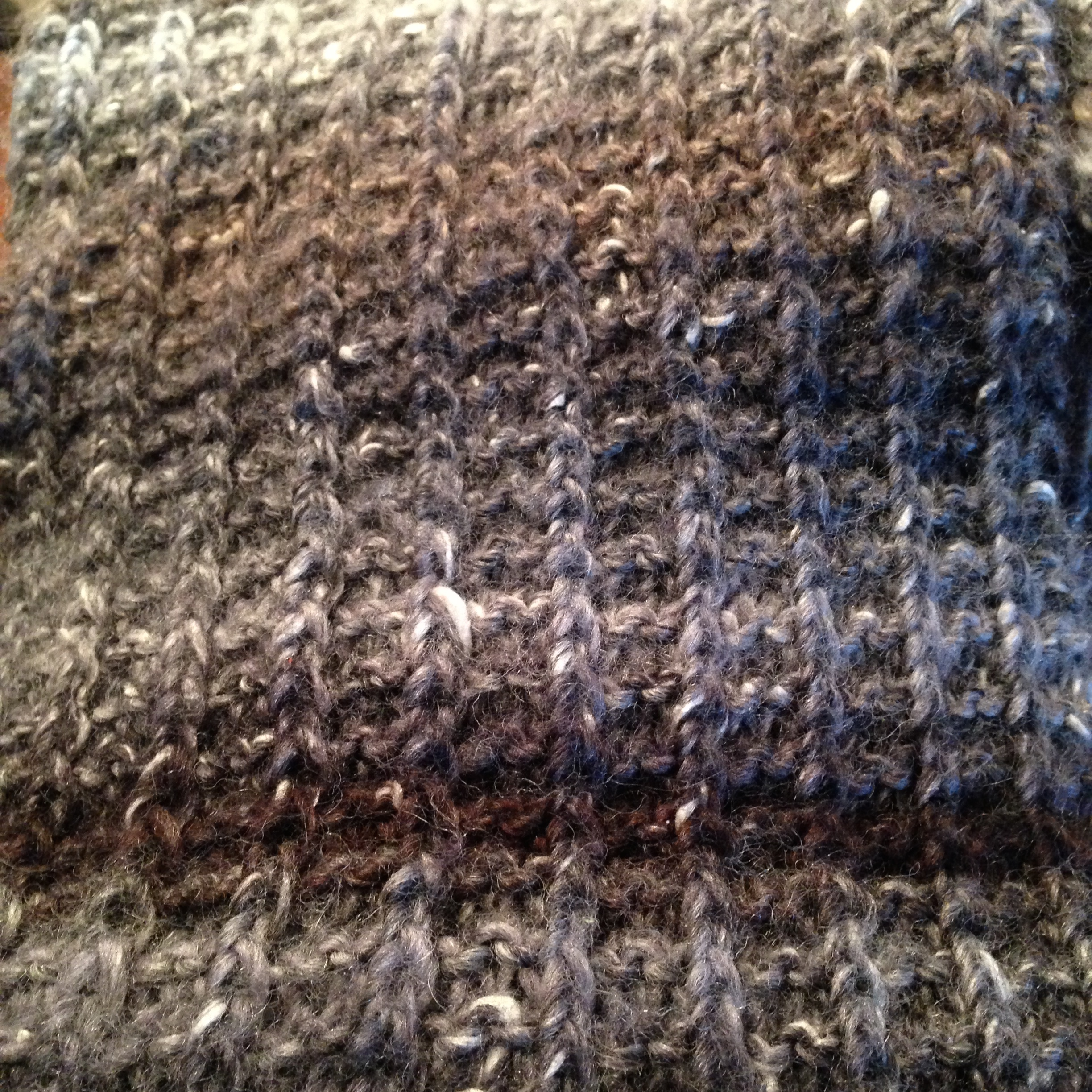 The pattern is Stephanie Pearl-McPhee's One Row Handspun scarf and is available free. Just click on the pic!