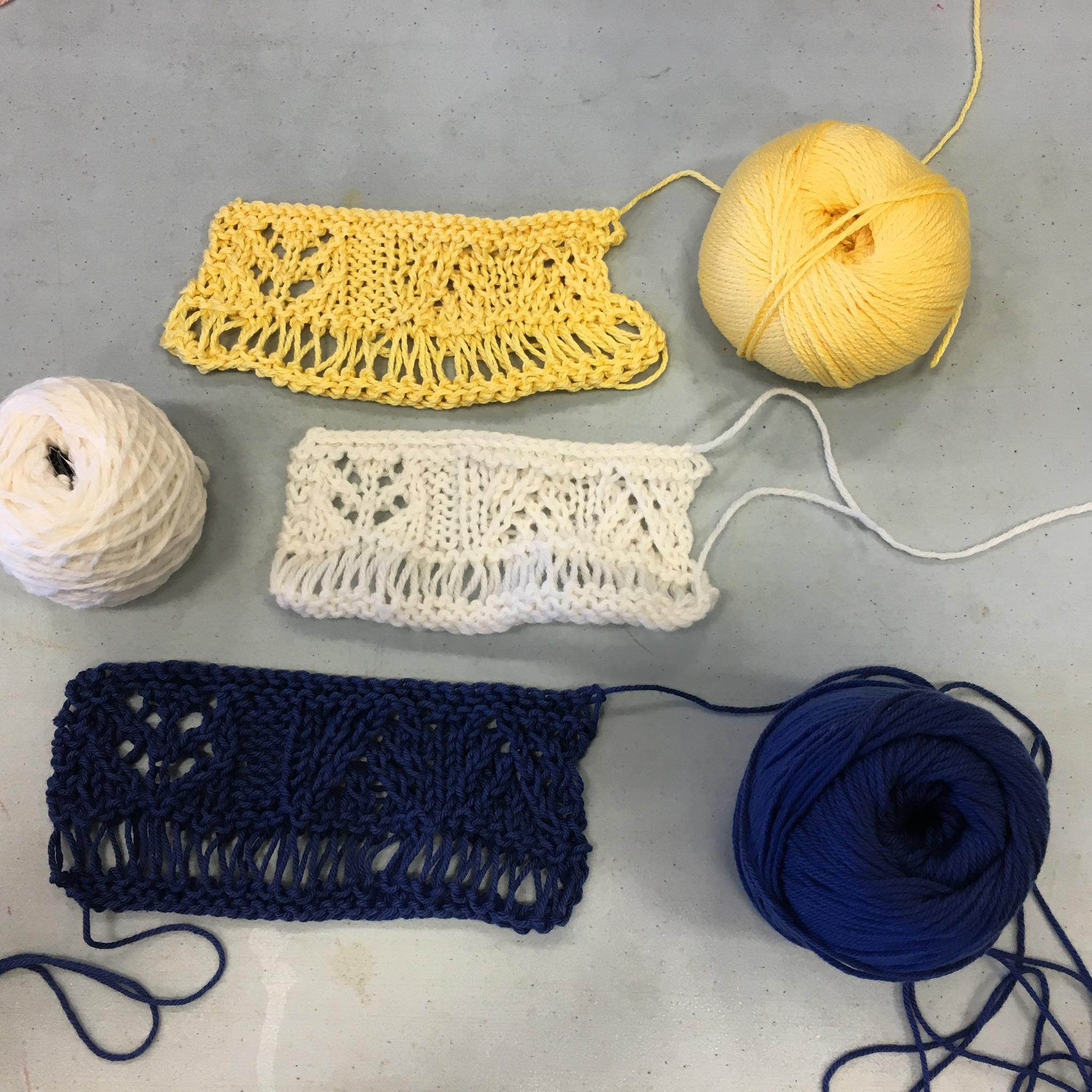 For the  Charleston Indigo Scarf  class, we first knit a swatch to master the techniques.