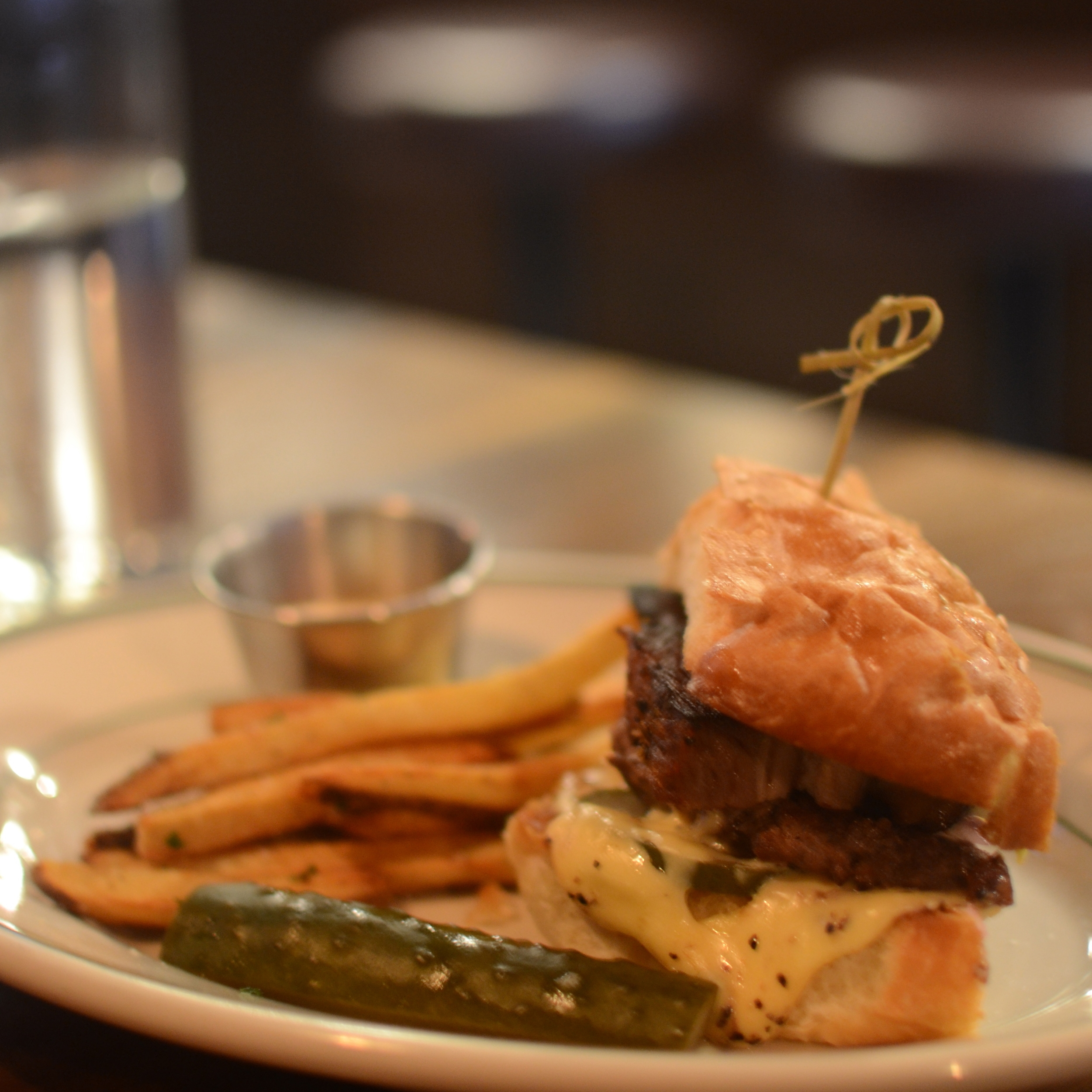 durkins-liquor-bar-spokane-burger