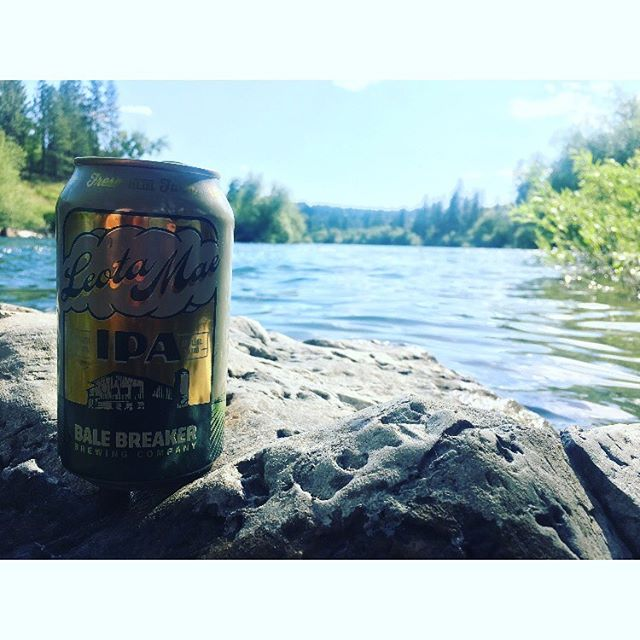What's your river beer of choice? Loving a Leota Mae IPA from @balebreaker today. #packitinpackitout Cheers! 🍻  ______________________ #fieldandcompass #yakima #beer #pnwbreweries #uncommonpnw