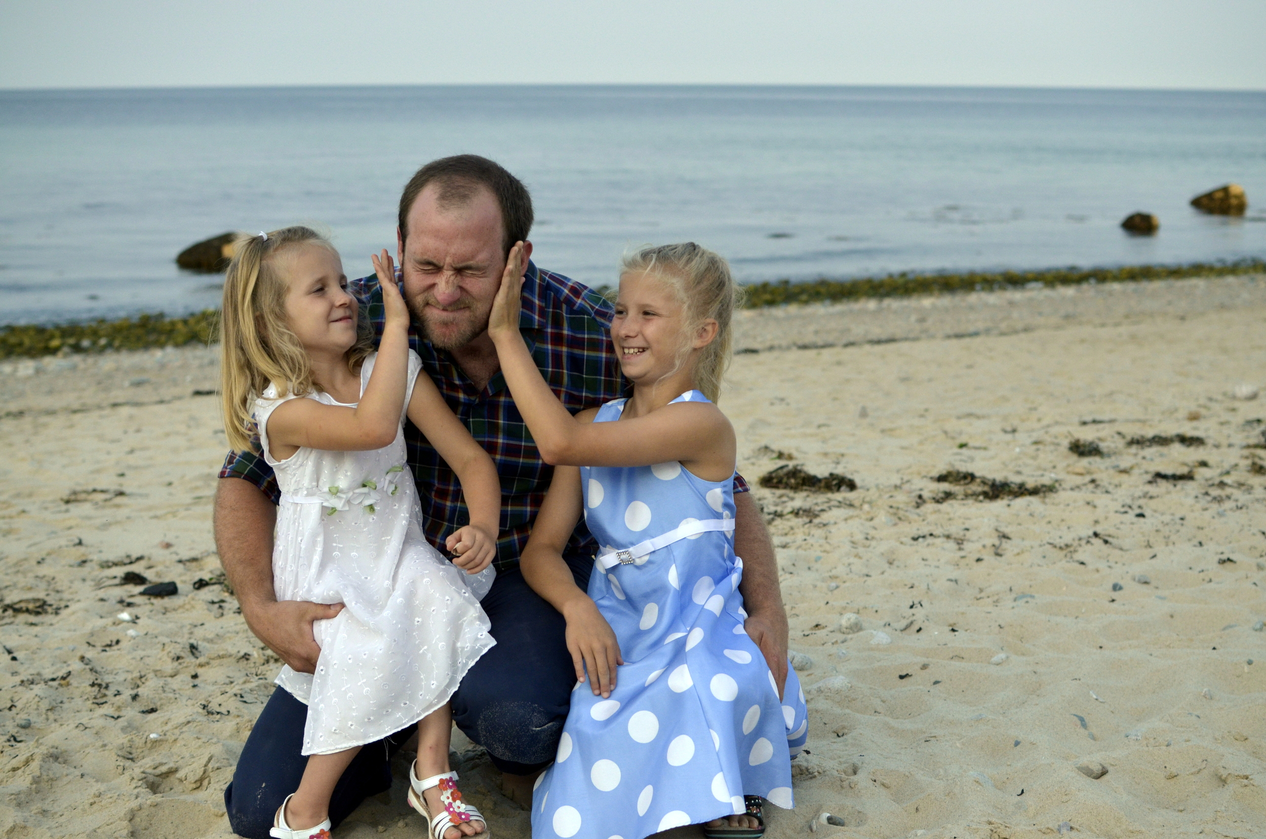 026 Andrew with the Girls 2.jpg