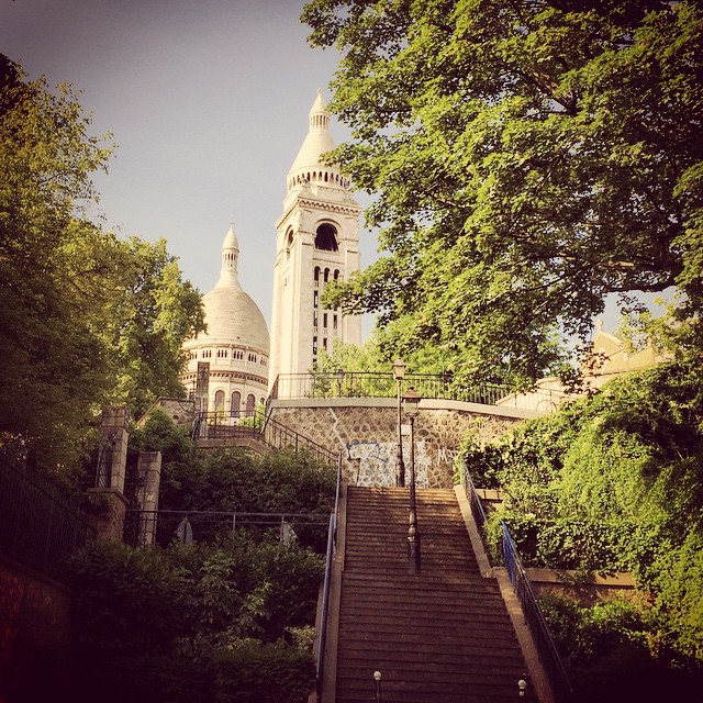 Sneaky Sacré-Cœur with all your steps and secret paths. So lovely to see it sans tourist early this morning.
