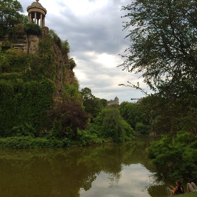 9:30pm, park full of picnickers, it's like Dolores park in heaven. What a lovely surprise. The lovely Parc Des Buttes-Chaumont in the 19th arrondissement.