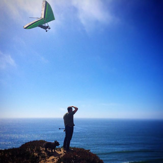 Savoring these dog days of summer. Absolutely stunning, sunny, warm, puppy filled Fort Funston. 🐶❤️. Oh and hang gliders are amazing! They were there too... #fidofriendly #fido #dogfriendly #dog #hanggliding #hanging #fortfunston #summer #pacific #pacificocean #dogdaysofsummer #sanfrancisco #travelcalifornia #westcoast #california #chuckit