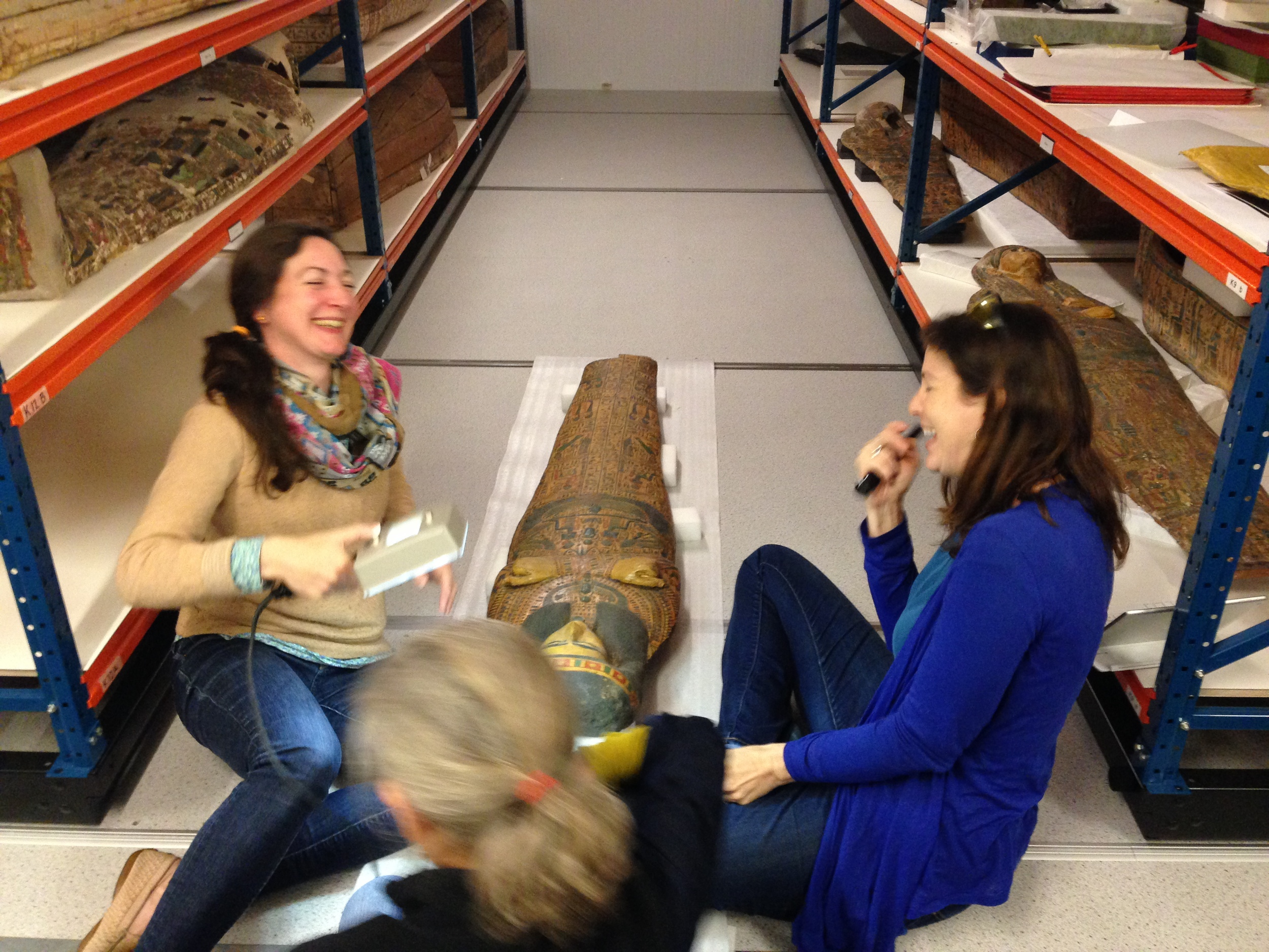 Sharing a laugh with Elsbeth Geldhof over a mummy board.