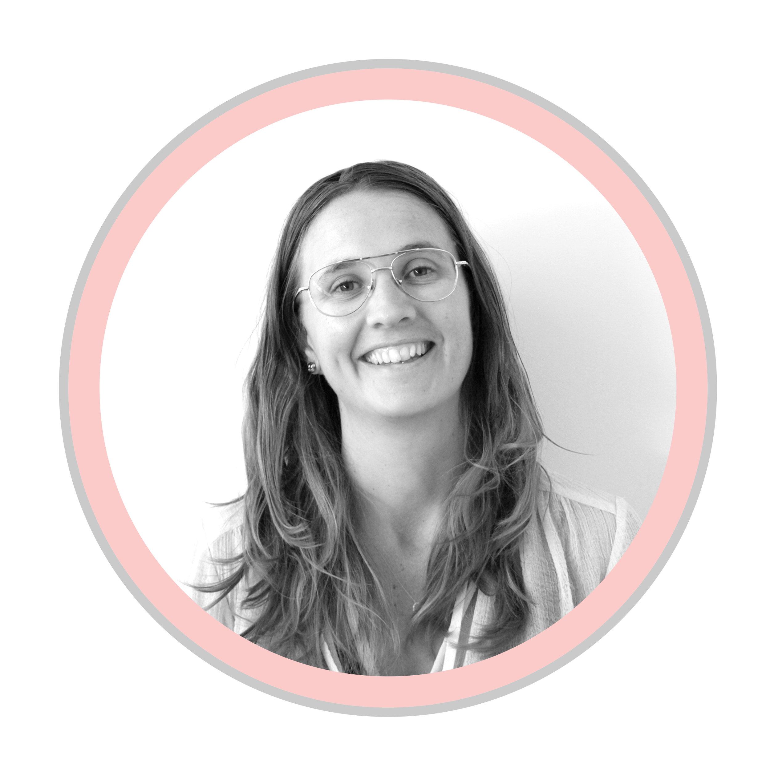 TARA MAHONEY   Recherche et developpment à temps partiel   Tara Mahoney est la directrice artistique de Gen Why Media et termine actuellement un doctorat en communication à l'Université Simon Fraser à Vancouver, en Colombie-Britannique. Sa recherche de doctorat explore les formes émergentes d'engagement civique à l'intersection de la politique et de la culture. Candidate au doctorat, elle dirige le Creative Publics Lab et a été assistante de recherche sur le projet de recherche national «Art for Social Change (ASC!): Un programme de recherche intégré en enseignement, évaluation et renforcement des capacités». Tara est titulaire d'un baccalauréat en relations internationales de l'Université de Calgary, d'une maîtrise en production médiatique de l'Université Ryerson et d'un certificat en engagement civique et dialogue de l'Université Simon Fraser. Elle a travaillé dans le secteur sans but lucratif pour In Focus Film School, le Sierra Club du Canada et Greenpeace à leur siège social à Washington DC.