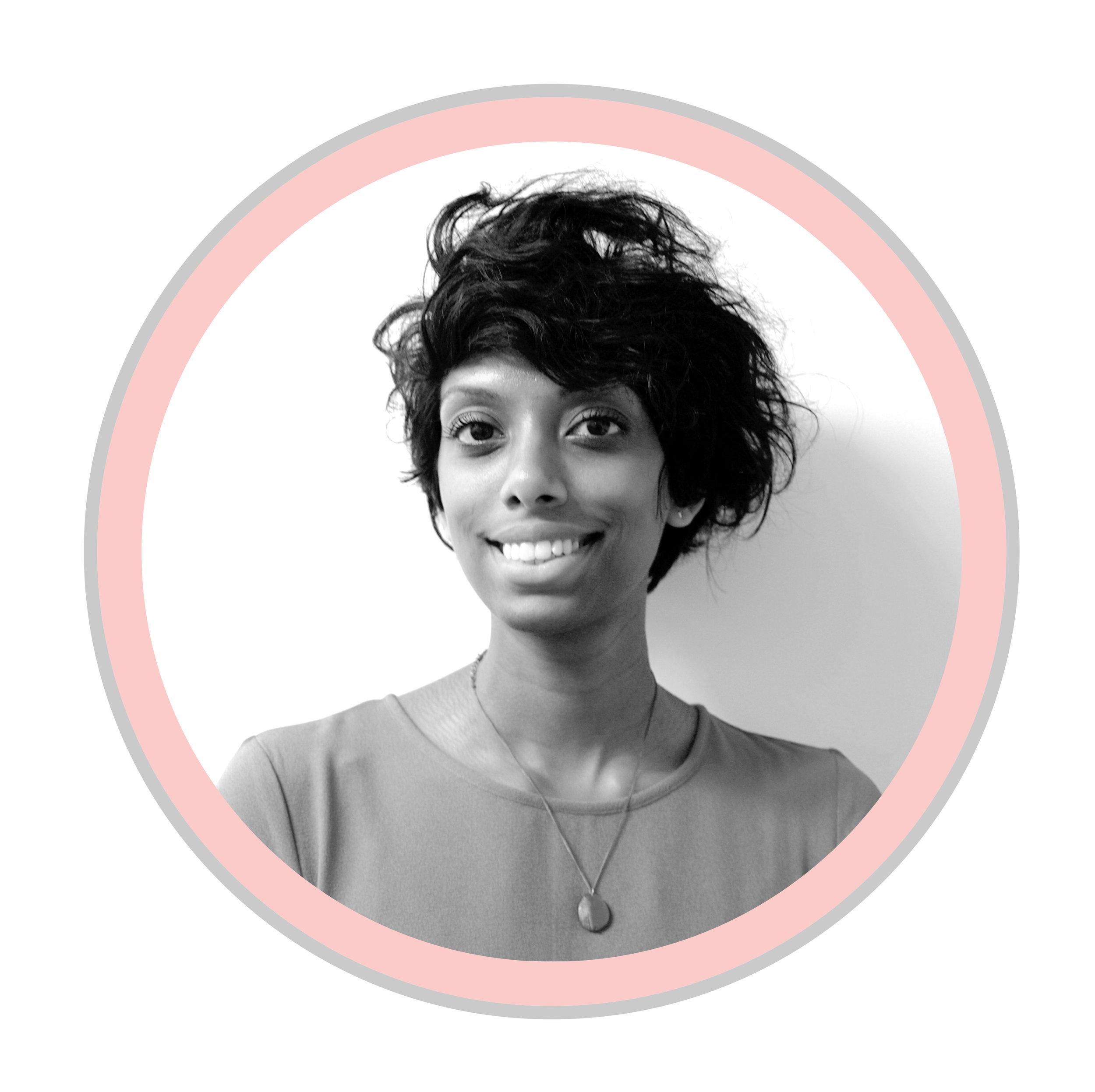 SHAGANA EHAMPARAM   Gestionnaire des communications   Née et grandie à Toronto a des parents réfugiés de Sri Lanka au sein d'une communauté multiculturelle, Shagana a toujours été intéressée à entendre et à rassembler diverses voix. Elle est impatiente de trouver de nouvelles façons de s'engager auprès de différents groupes de jeunes à travers le Canada pour soutenir leur voyage vers la citoyenneté active.  Shagana s'appuie sur ses années d'expérience de travail international dans le secteur à but non lucratif, y compris des projets à Londres, New York, au Libéria, à Mumbai et dans d'autres villes à travers l'Europe. Elle termine actuellement sa maîtrise en politique publique et urbaine à la New School de New York.