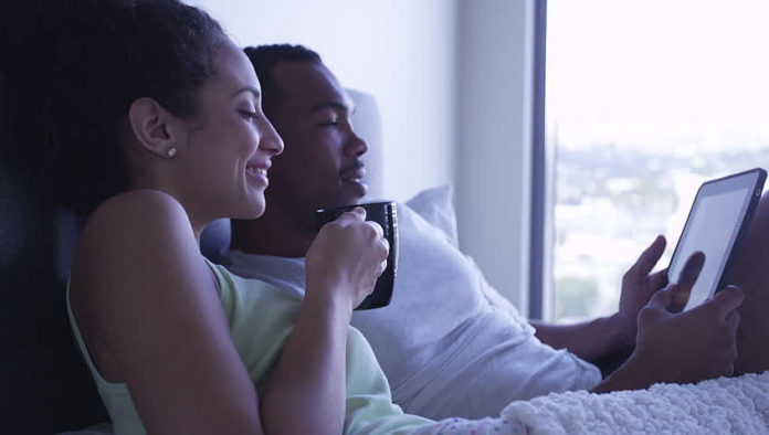 couple-bed-coffee-696x394.jpg
