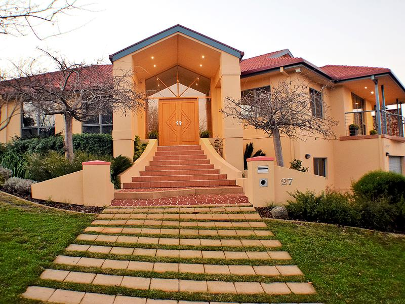 $1.215m for this 5 bedroom, 3 bathroom McRitchie Cct home on a 851m2 corner block, sold three weeks ago.