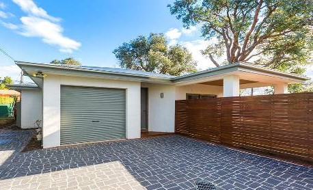 $720,000 for this 5yo dual occ'y with 3 bedrooms on 405m2, sold at auction last month.