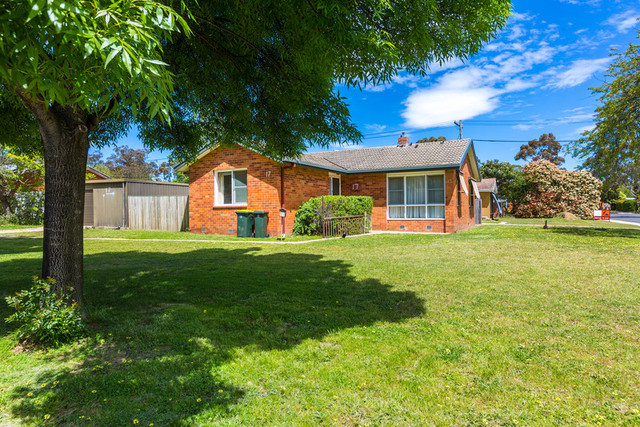 17 Atherton St is an original condition 3 bedroom, 1 bathroom home on a corner 773m2 block, going to auction 3/12/16.