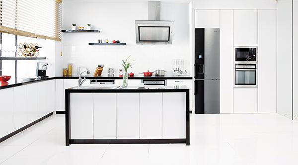 LG-White-Kitchen-Contrast-Fridge-Freezer.jpg
