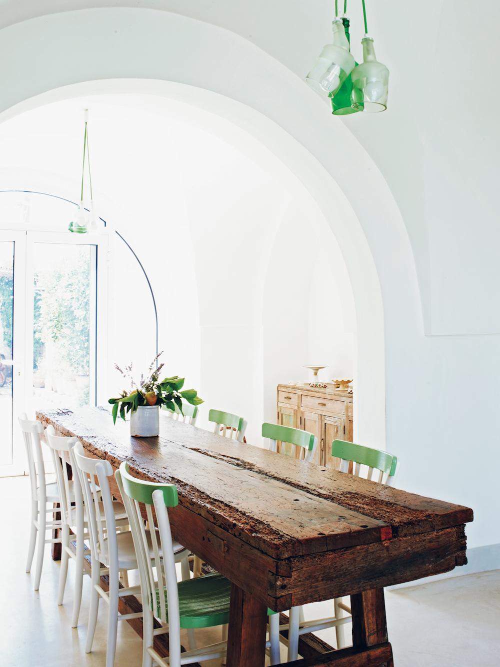 Italian Rustic: Home of architect Raffaele Centonze & family in the southern Italian region of Puglia.