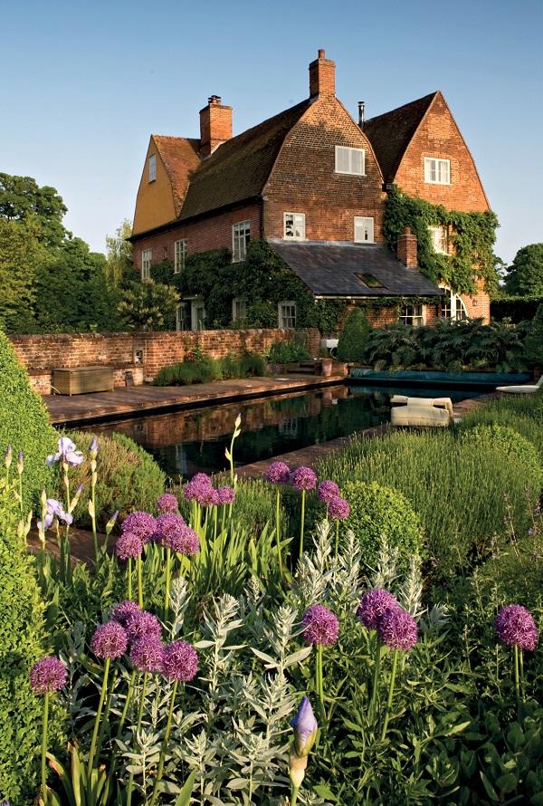 Secret Gardens of East Anglia by Barbara Segall (4).jpg