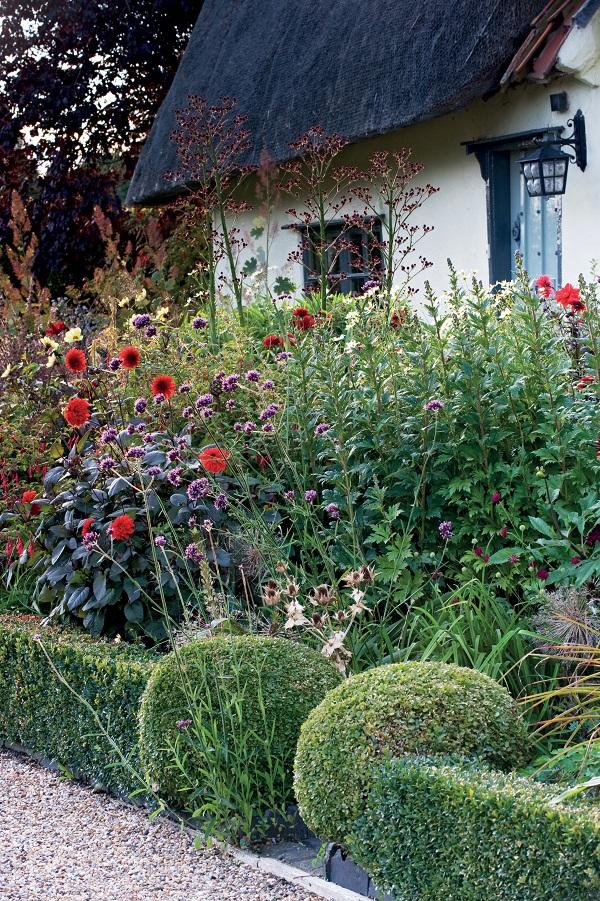 Secret Gardens of East Anglia by Barbara Segall (6).jpg