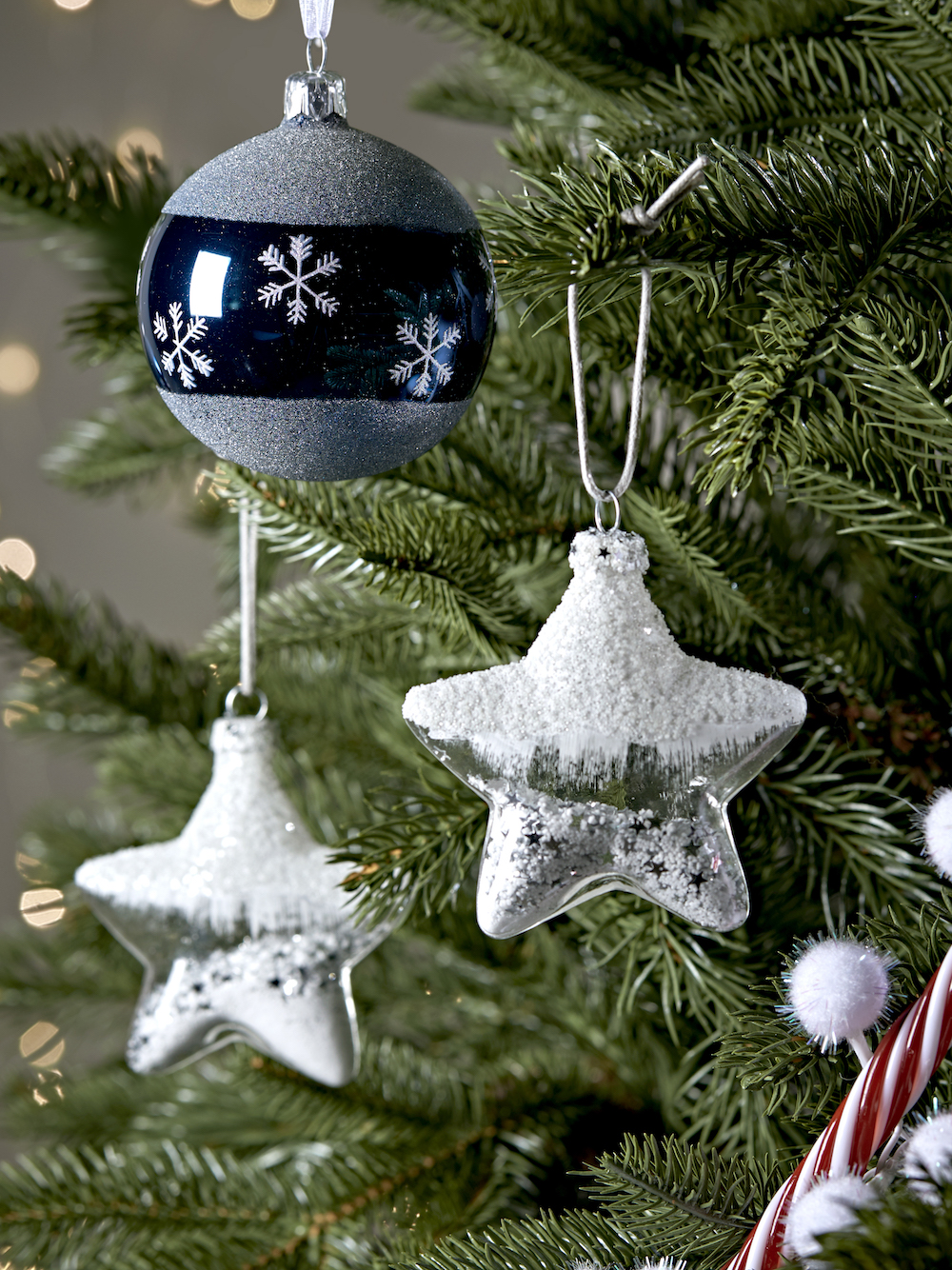 www.coxandcox.co.uk Six Sparkle Filled Glass Stars X-6SPARKSTA Six Midnight Snowflake Border Baubles X-MIDBORDER 18.50 ALT.jpg