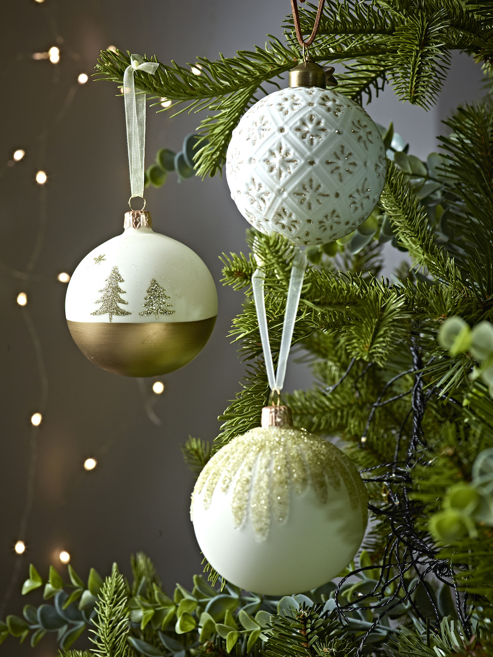 www.coxandcox.co.uk Six Gold Dipped Tree Baubles X-GLDTREE £16.50 Six Textured White Baubles X-TEXTWHT £16.50 Six Gold & Cream Beaded Baubles X-BEADBAUB £18.50.jpg