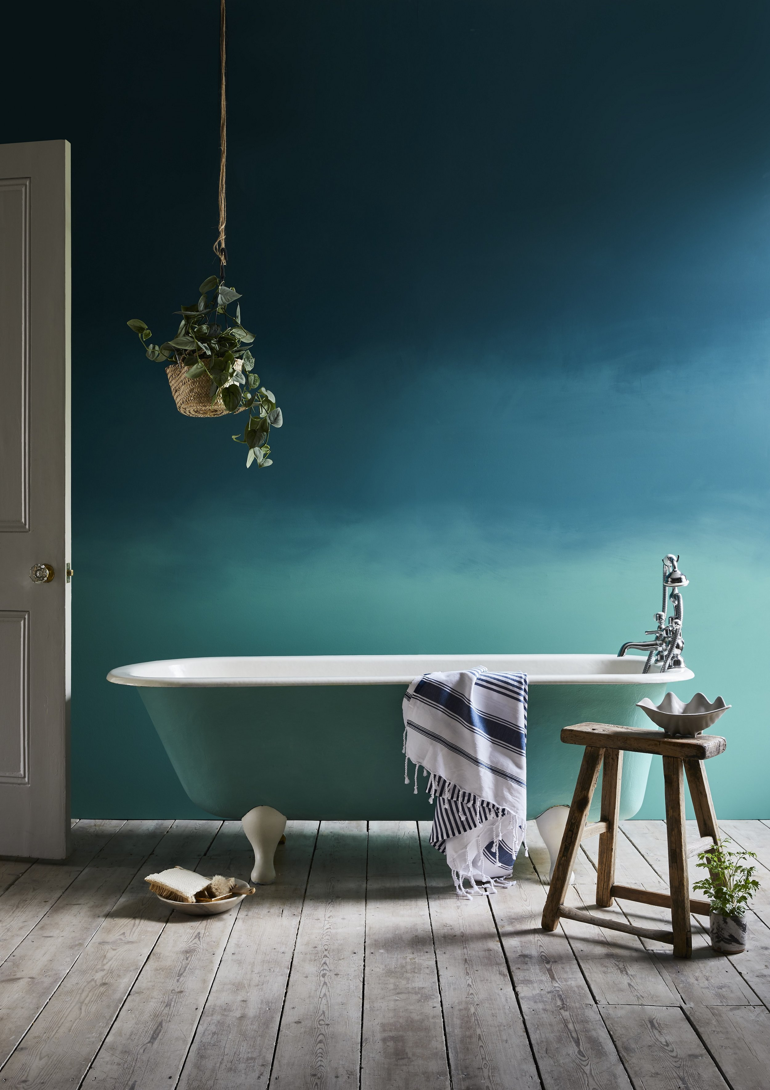 Annie Sloan Bathroom Ombre Aubusson Blue Wall Paint and Provence Chalk Paint bath in Provence Chalk Paint.