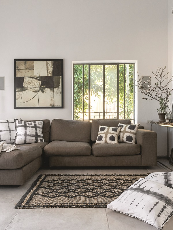 Bring nature home, and natural sunlight gently washes the interiors, softens, and in streams a pleasant breeze.The natural appearance is honest and heartfelt.