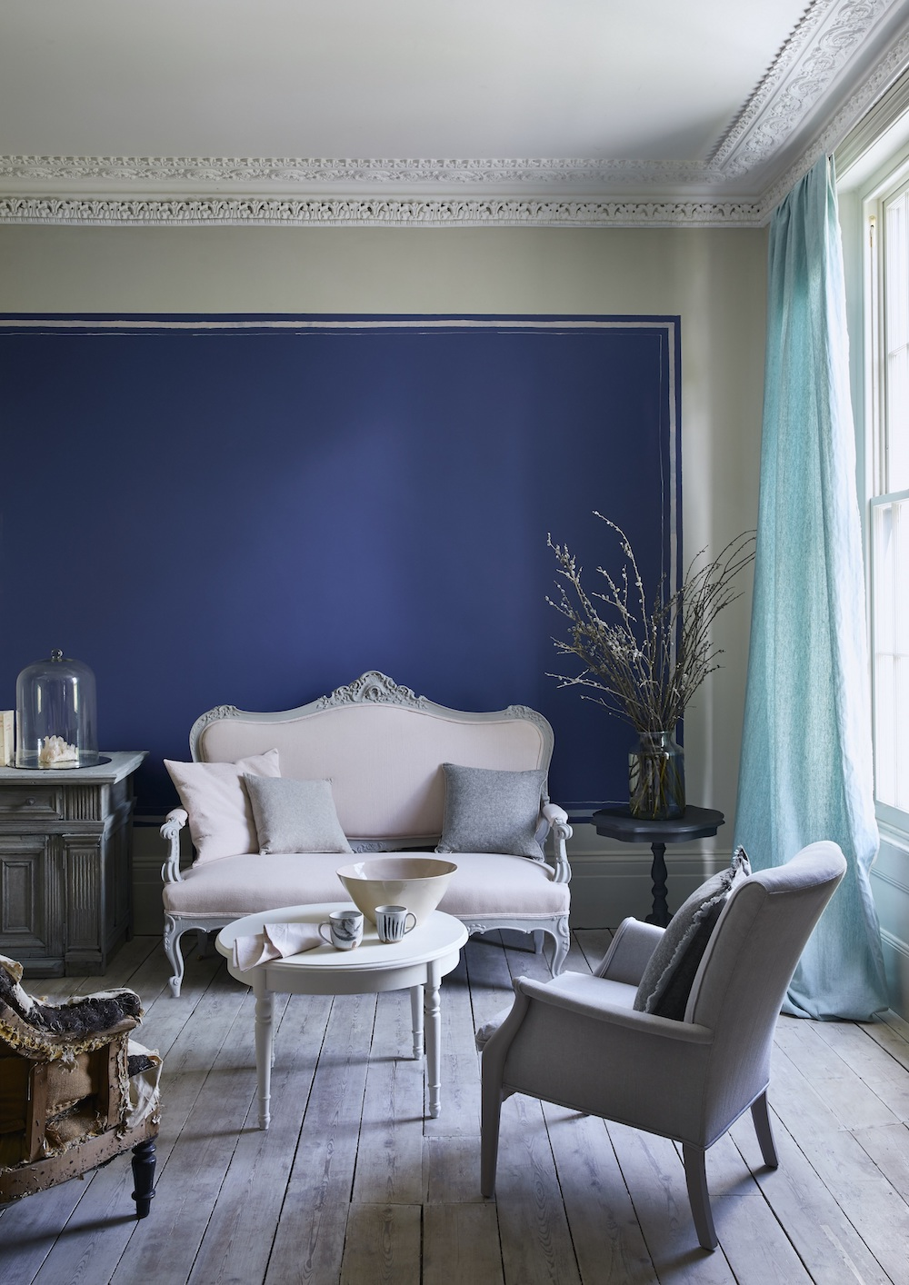 Annie Sloan - Living room - Wall Paint in Napoleonic Blue, Linen Union fabrics -  Lifestyle - Portrait (1).jpg