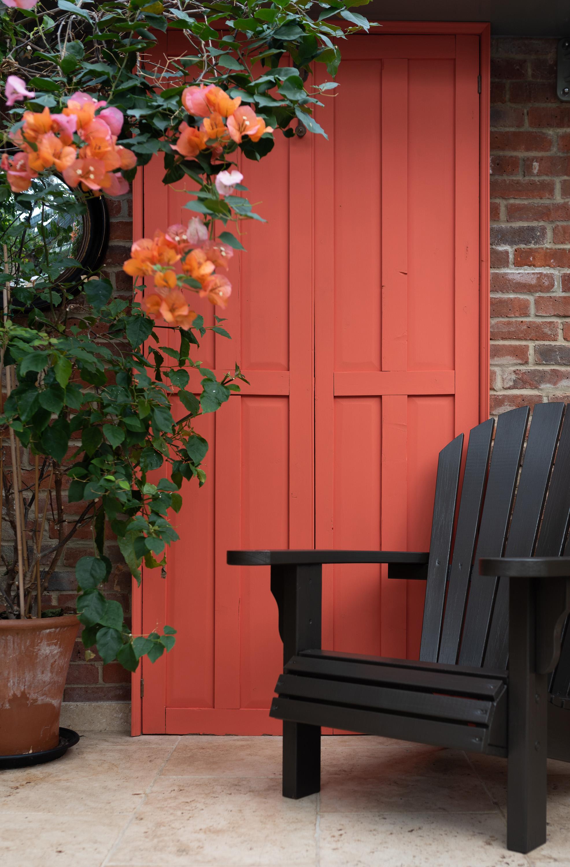 Burnt Orange (Door), Britannia Bronze (Chair)