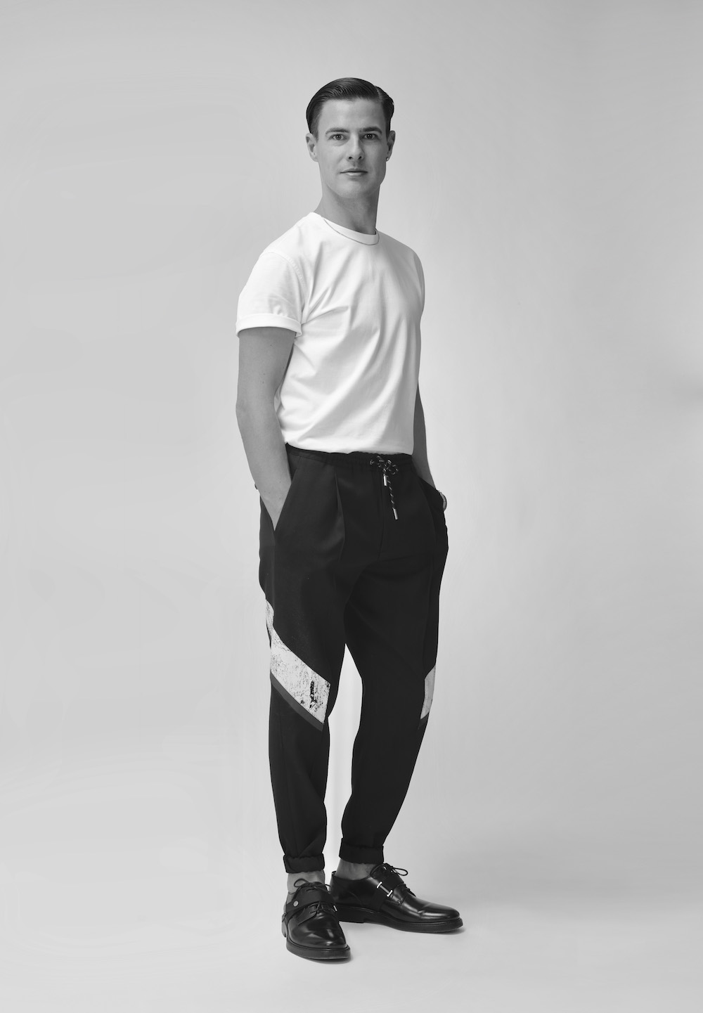 Lee Broom Profile 2019_full length.jpg
