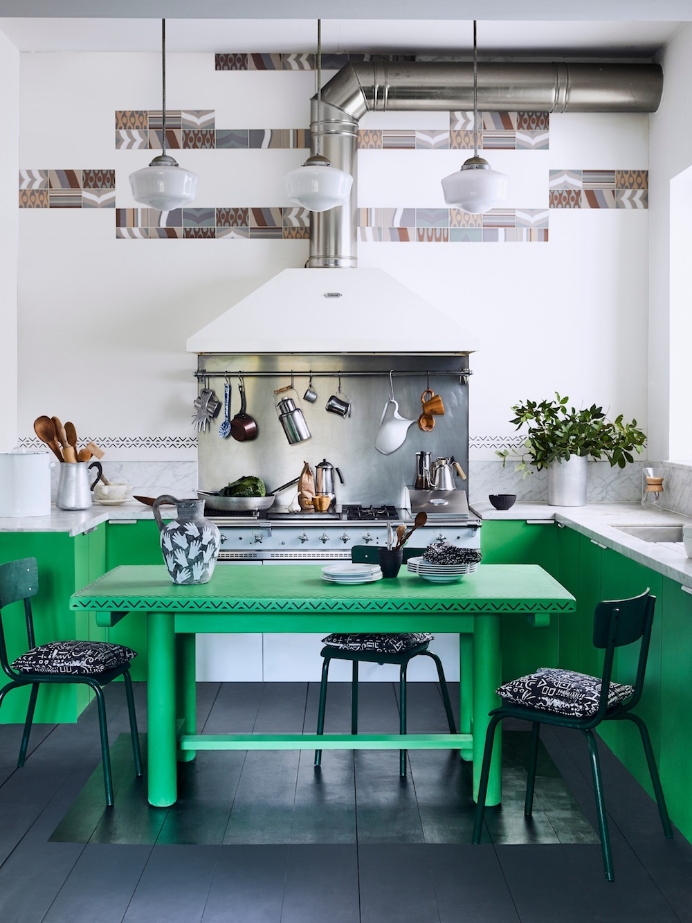 Annie Sloan - Kitchen - Chalk Paint in Antibes Green, Graphite floorboards with Gloss Lacquer detail - Lifestyle - Portrait.jpg